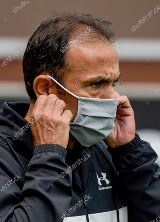St. Pauli's coach Jos Luhukay wears a protective face mask upon arrival for the German Bundesliga second division soccer match between FC St. Pauli and 1. FC Nuremberg in Hamburg, Germany, 17 May 2020. The Bundesliga and Second Bundesliga is the first professional league to resume the season after the nationwide lockdown due to the ongoing Coronavirus (COVID-19) pandemic. All matches until the end of the season will be played behind closed doors.