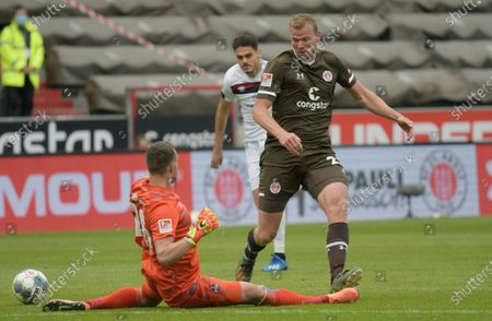 Goalkeeper Christian Mathenia (L) of FC Nuremberg fouls St. Pauli's Henk Veerman during the German Bundesliga second division soccer match between FC St. Pauli and 1. FC Nuremberg in Hamburg, Germany, 17 May 2020. The Bundesliga and Second Bundesliga is the first professional league to resume the season after the nationwide lockdown due to the ongoing Coronavirus (COVID-19) pandemic. All matches until the end of the season will be played behind closed doors.