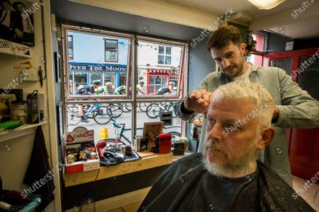 2016 An Post Rás Stage 5, Sneem to Clonakilty 26/5/2016. Mike Murphy has his hair cut by barber Owen Crudge as the An Post Rás finishes in Clonakilty