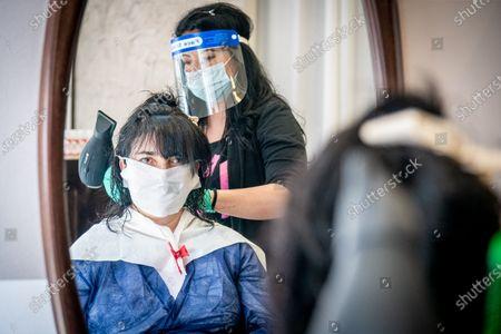 Enfa Parrucchieri in via Pordenone, protective devices, masks, gloves, protective visor