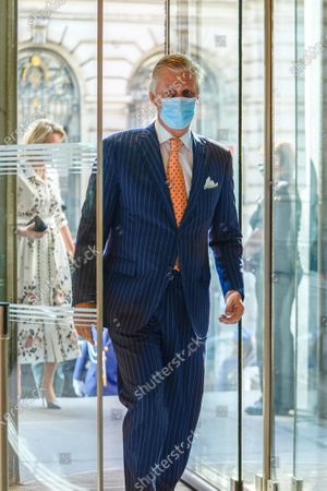 Belgium Queen Mathilde (rear) and Belgium King Philippe (front) wear face masks during a visit of the Royal Museum of Fine Arts of Belgium at the first day of re-opening amid the coronavirus crisis in Brussels, Belgium, 19 May 2020. Belgium eased lockdown measures in place to curb the spread of the COVID-19 pandemic, caused by the novel coronavirus.