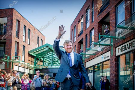 King Willem Alexander visit to shopping center, Stein
