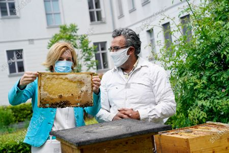 Julia Kloeckner, Federal Minister of Food and Agriculture and Beekeeper Younes Kheir