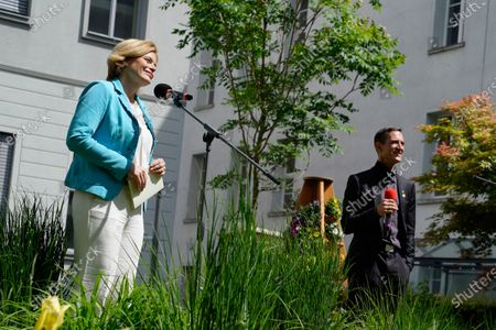 Julia Kloeckner, Federal Minister of Food and Agriculture and Dr. Jens Pistorius, head of the Institute for Bee Protection