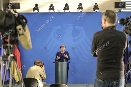 German Chancellor Angela Merkel (C) holds a press conference at the chancellery in Berlin, Germany, 20 May 2020. Chancellor Merkel informed about a video conference held with the chairs of international economic and financial organizations, aim to address issues caused by the spread of the coronavirus SARS-CoV-2 which causes the COVID-19 disease.