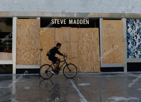 Stock Image of A general view of the Steve Madden store on Lincoln Road as people are seen going about their daily activities as businesses begin to re open phase one during the Coronavirus COVID-19 pandemic, Miami Beach, Florida, USA