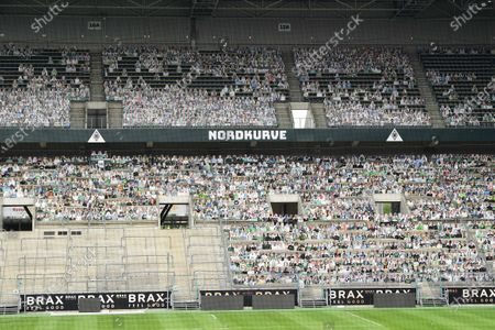 The fans of Borussia Monchengladbach want to contribute to a better mood during the ghost games in the Bundesliga. To save TV viewers and professionals the view of the empty stadium seats, cardboard figures with the likeness of the trailers were put up in life size if desired, where the spectators stand or sit during normal games