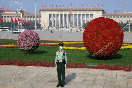 Chinese paramilitary policeman wears a face mask to protect against the new coronavirus as he stands guard on Tiananmen Square before the opening session of China's National People's Congress (NPC) in Beijing