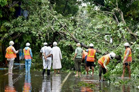"""India: After the devastating super Cyclone """"Amphan"""", at least 80 people have died in West Bengal, as per the state government. Minimum 5000 trees uprooted in Kolkata, 2500 trees in salt lake. Mobile, Internet Connectivity and water & power supply hampered after the supper cyclone. NDRF/Police/ Disaster Management Team working together to restore the city. PM Modi will visit & meet the chief minister today."""