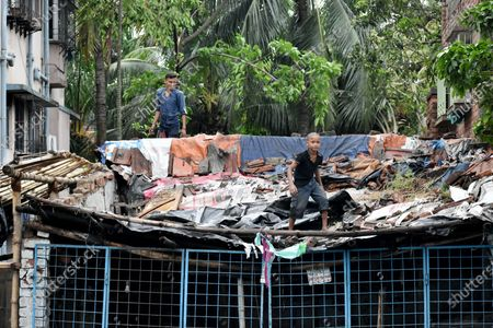 """India: After the devastating super Cyclone """"Amphan"""", at least 80 people have died in West Bengal, as per the state government. Minimum 5000 trees uprooted in Kolkata, 2500 trees in salt lake. People repairing roof of their house temporally."""