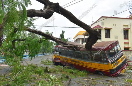 The eastern Indian city of Kolkata has been devastated by a powerful cyclone which has killed at least 84 people across India and Bangladesh. Amphan made landfall on Wednesday, lashing coastal areas with ferocious wind and rain. The storm is weakening as it moves north into Bhutan.Thousands of trees were uprooted in the gales, electricity and telephone lines brought down and houses flattened. Many of Kolkata's roads are flooded and its 14 million people without internet, power and telecommunication.