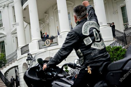 US President Donald J. Trump, center left, watches as actor Robert Patrick rides a motorcycle past the White House during a Rolling to Remember ceremony honoring the nation's veterans and prisoners of war/missing in action (POW/MIA) in Washington, DC, USA, on 22 May 2020.