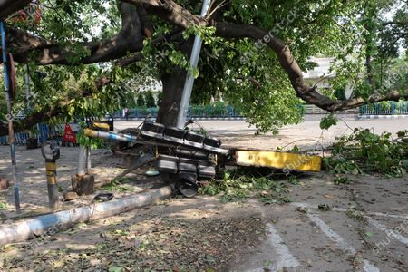 A traffic Signal was seen broken over the road after the super cyclonic storm 'Amphan' hitted bengal. At least 72 people have died in West Bengal due to cyclone Amphan, as per the local media reported. The rains and heavy winds caused massive damage to crops and infrastructure. Internet Connectivity and power remained challenge after the cyclone.