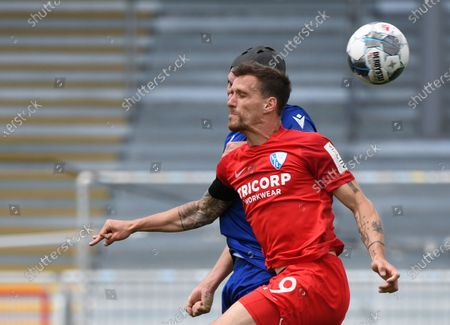 Simon Zoller of VfL Bochum and Damian Roßbach (back) of Karlsruher SC in action during the German Second Bundesliga soccer match Karlsruher SC vs VfL Bochum, in Karlsruhe, Germany, 24 May 2020.