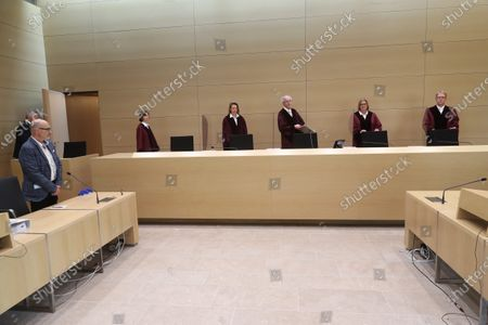 Stock Image of (L-R) Plaintiff Herbert Gilbert and the judges of the German Federal Court, Dr. Stefanie Roloff, Vera von Pentz, Stephan Seiters (Presiding judge), Dr. Christiane Oehler, Dr. Oliver Klein in the German federal court in Karlsruhe, Germany, 25 May 2020. The German federal court (Bundesgerichtshof, BGH) in Karlsruhe issued a verdict in Volkswagen diesel emissions case, and said a customer can hand back to Volkswagen a car equipped with a diesel engine if the engine contained an illegal cheating device. Customer may also demand a partial refund of the purchasing price.