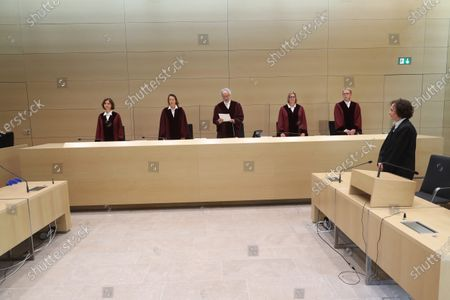 (L-R) Judges of the German Federal Court, Dr. Stefanie Roloff, Vera von Pentz, Stephan Seiters (Presiding judge), Dr. Christiane Oehler, Dr. Oliver Klein in the German federal court in Karlsruhe, Germany, 25 May 2020. The German federal court (Bundesgerichtshof, BGH) in Karlsruhe issued a verdict in Volkswagen diesel emissions case, and said a customer can hand back to Volkswagen a car equipped with a diesel engine if the engine contained an illegal cheating device. Customer may also demand a partial refund of the purchasing price.