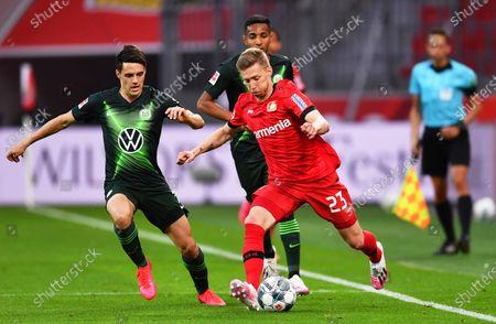 Mitchell Weiser (front R) of Leverkusen in action against Josip Brekalo (L) of Wolfsburg during the German Bundesliga soccer match between Bayer Leverkusen and VfL Wolfsburg in Leverkusen, Germany, 26 May 2020.