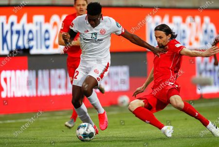 Taiwo Awoniyi (L) of Mainz in action against Neven Subotic (R) of Berlin during the German Bundesliga soccer match between FC Union Berlin and FSV Mainz 05 in Berlin, Germany, 27 May 2020.