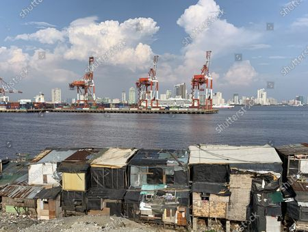 Shanties are seen next to a seaport during a coronavirus pandemic in Manila, Philippines, 27 May 2020 (issued on 29 May 2020). On the way to the longest confinement worldwide due to COVID-19 pandemic, Manila reaches 76 days in strict quarantine, a mark so far only reached by the Chinese city of Wuhan - epicenter of the outbreak -, an excessive confinement that has proven to be alone ineffective to curb coronavirus.