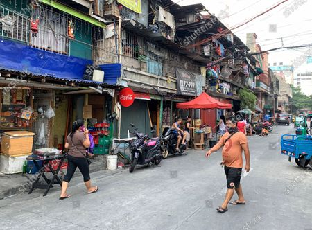 A view of a street under lockdown during a coronavirus pandemic at a slum area in Manila, Philippines, 27 May 2020 (issued on 29 May 2020). On the way to the longest confinement worldwide due to COVID-19 pandemic, Manila reaches 76 days in strict quarantine, a mark so far only reached by the Chinese city of Wuhan - epicenter of the outbreak -, an excessive confinement that has proven to be alone ineffective to curb coronavirus.