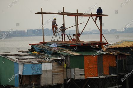 Filipino informal settlers built a home on top of shanties during a coronavirus pandemic at a slum area in Manila, Philippines, 27 May 2020 (issued on 29 May 2020). On the way to the longest confinement worldwide due to COVID-19 pandemic, Manila reaches 76 days in strict quarantine, a mark so far only reached by the Chinese city of Wuhan - epicenter of the outbreak -, an excessive confinement that has proven to be alone ineffective to curb coronavirus.