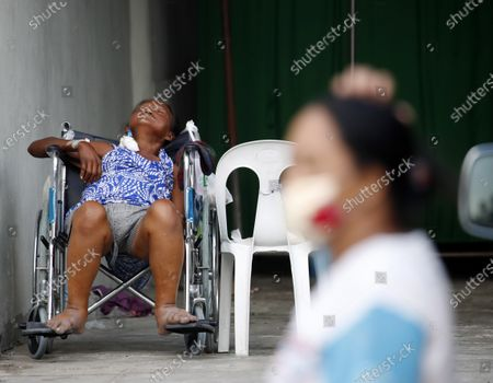 A Filipino patient waits for a medical attention outside an over crowded hospital during a coronavirus pandemic at a slum area in Manila, Philippines, 27 May 2020 (issued on 29 May 2020). On the way to the longest confinement worldwide due to COVID-19 pandemic, Manila reaches 76 days in strict quarantine, a mark so far only reached by the Chinese city of Wuhan - epicenter of the outbreak -, an excessive confinement that has proven to be alone ineffective to curb coronavirus.