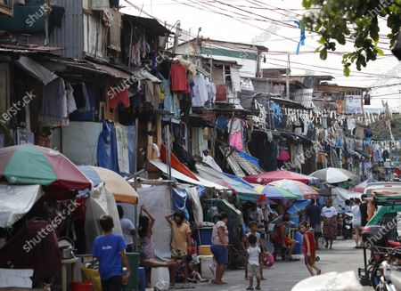 A view of shaties during a coronavirus pandemic at a slum area in Manila, Philippines, 27 May 2020 (issued on 29 May 2020). On the way to the longest confinement worldwide due to COVID-19 pandemic, Manila reaches 76 days in strict quarantine, a mark so far only reached by the Chinese city of Wuhan - epicenter of the outbreak -, an excessive confinement that has proven to be alone ineffective to curb coronavirus.