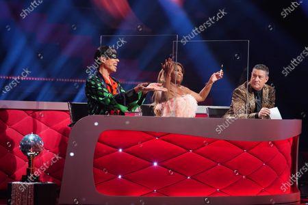 Die Jury: Jorge González (l.), Motsi Mabuse and Joachim Llambi.