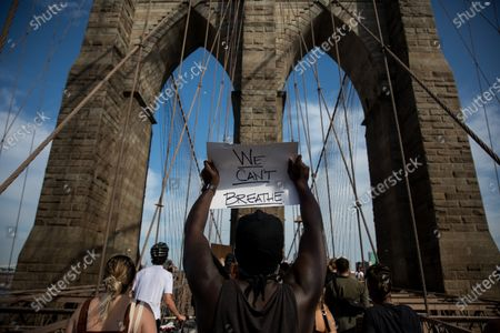 Protesters rally on the Brooklyn Bridge in New York, the United States, May 29, 2020. New Yorkers continued to protest over the death of George Floyd as hundreds of people took to the street in Manhattan on Friday to express their anger toward police brutality and racism.
