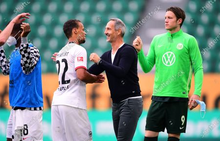 Eintracht Frankfurt's head coach Adi Huetter (2-R) celebrates with Timothy Chandler (2-L) after the German Bundesliga soccer match between VfL Wolfsburg and Eintracht Frankfurt in Wolfsburg, Germany, 30 May 2020. At right Wolfsburg's Wout Weghorst.