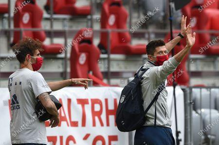 Bayern Munich's Spanish midfielder Javier Martinez (L) and Bayern Munich's Polish forward Robert Lewandowski arrive in the stadium prior to the German Bundesliga soccer match between FC Bayern Munich and Fortuna Duesseldorf at the Allianz Arena stadium in Munich, southern Germany, 30 May 2020.