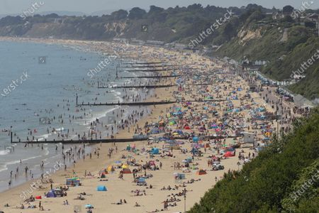 "Photo taken on May 30, 2020 shows people on Bournemouth Beach in Bournemouth, Britain. British Prime Minister Boris Johnson on Thursday unveiled some ""limited"" and ""cautious"" easing of the country's coronavirus lockdown measures."