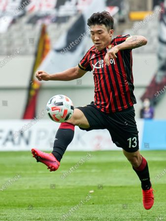 Go Yo-han of FC Seoul controls the ball during 2020 K League 1 match between Seongnam FC and FC Seoul at the seoul world cup stadium in Seoul, South Korea, on May 31, 2020.