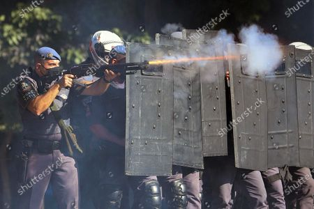 Police react as supporters and detractors of Brazilian President Jair Bolsonaro clash during protests in Sao Pablo, Brazil, 31 May 2020. Groups of supporters and detractors of the Brazilian president, Jair Bolsonaro, faced this Sunday in demonstrations that mixed the political and health crises in Brazil, one of the countries most affected by COVID-19.