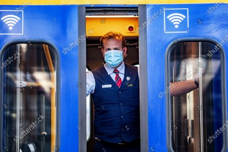 Travelers on the train station with mask. From today, June 1, it is mandatory to travel with a public mask in public transport in the Netherlands. From 1 June 2020, a mask is mandatory on the bus, train, tram and metro and on the ferries to the Wadden Islands. This applies to travelers aged 13 years and older and public transport staff.