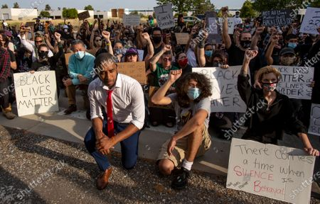 MORENO VALLEY, CA - JUNE 2, 2020: Pastor Michael Kelly of Mt Rubidoux Church takes a knee with hundreds of demonstrators protest the death of George Floyd in front of the police station during the coronavirus pandemic on June 2, 2020 in Moreno Valley, California. (Gina Ferazzi / Los Angeles Times)