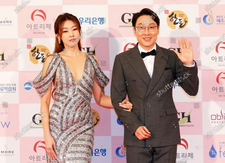 Han Hye-jin (L) and South Korean comedian Lee Hwi-jae (R) arrive for the 56th Daejong Film Awards ceremony at the Grand Walkerhill Hotel in Seoul, South Korea, 03 June 2020. The event, a major South Korean film awards ceremony also known as the Grand Bell Awards, is held amid precautionary measures due to the ongoing pandemic of the COVID-19 disease caused by the SARS-CoV-2 coronavirus.