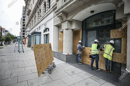 Protests against police violence and racism following the death of Georg Floyd. African American George Floyd died in Minneapolis after being restrained and a white police officer pressed his knee into his neck for several minutes and ignored his 'I can't breathe' pleas. Shop windows being boarded up