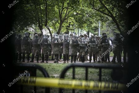 Protests against police violence and racism following the death of Georg Floyd. African American George Floyd died in Minneapolis after being restrained and a white police officer pressed his knee into his neck for several minutes and ignored his 'I can't breathe' pleas. Military police guarding the White House
