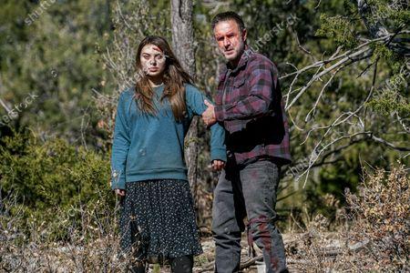 Caitlin Carmichael as Tulsa and David Arquette as Roger Durbin