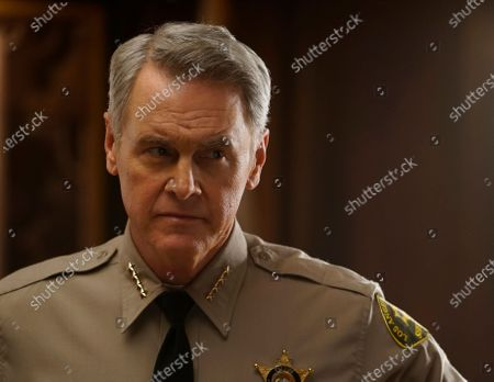 Stock Picture of Mark Moses as Undersheriff Jerry London