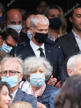 Franck Riester. The funeral of comedian and humorist Guy Bedos who died on May 28 at the age of 85 took place this Thursday June 4 at the Saint-Germain-des-Pres church in Paris. Many personalities came to support his family.