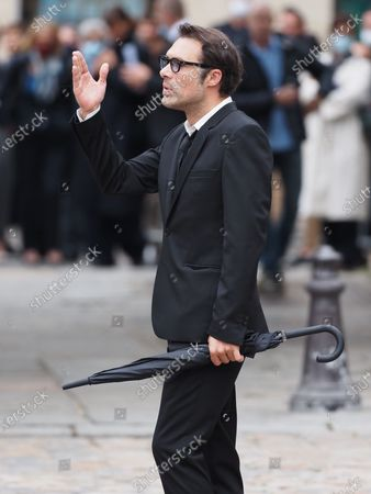 Nicolas Bedos. The funeral of comedian and humorist Guy Bedos who died on May 28 at the age of 85 took place this Thursday June 4 at the Saint-Germain-des-Pres church in Paris. Many personalities came to support his family.
