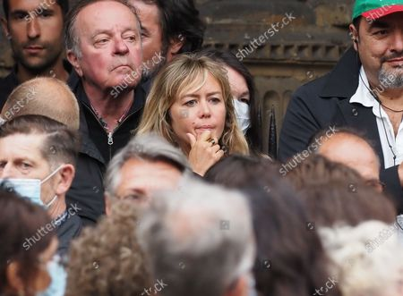 Enora Malagre. The funeral of comedian and humorist Guy Bedos who died on May 28 at the age of 85 took place this Thursday June 4 at the Saint-Germain-des-Pres church in Paris. Many personalities came to support his family.