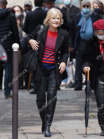 Catherine Ceylac. The funeral of comedian and humorist Guy Bedos who died on May 28 at the age of 85 took place this Thursday June 4 at the Saint-Germain-des-Pres church in Paris. Many personalities came to support his family.
