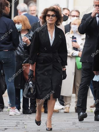 Fanny Ardant. The funeral of comedian and humorist Guy Bedos who died on May 28 at the age of 85 took place this Thursday June 4 at the Saint-Germain-des-Pres church in Paris. Many personalities came to support his family.