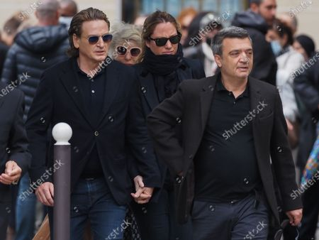 Benoit Magimel and Thomas Langmann. The funeral of comedian and humorist Guy Bedos who died on May 28 at the age of 85 took place this Thursday June 4 at the Saint-Germain-des-Pres church in Paris. Many personalities came to support his family.