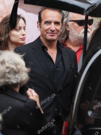 Jean Dujardin. The funeral of comedian and humorist Guy Bedos who died on May 28 at the age of 85 took place this Thursday June 4 at the Saint-Germain-des-Pres church in Paris. Many personalities came to support his family.