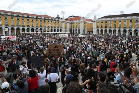 People protest during the Anti-Fascist and Anti-Racist demonstration - 'Black Lives Matter', in Lisbon, Portugal, 06 June 2020. The protest is over the death of George Floyd, an African-American man who died while in Minneapolis police custody on 25 May after the arresting officer knelt on his neck for 8 minutes.