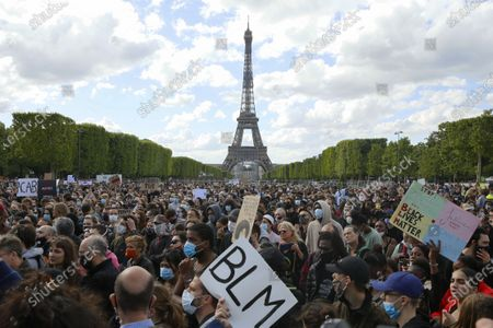 Protesters gather at Place de la Concorde and Champs de Mars